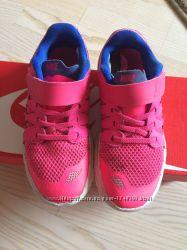 Продам кроссовки Nike оригинал на девочку 32 размер