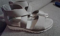 Класні босоніжки 39 р  Graceland