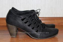 Крутые чёрные туфли tamaris средний каблук кожа шнуровка