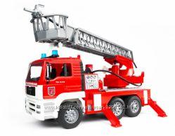 Пожарный грузовик с лестницей М116 02771 BRUDER Брудер