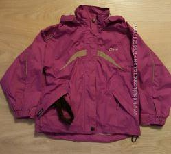 Фирменная, яркая курточка на 5-6 лет