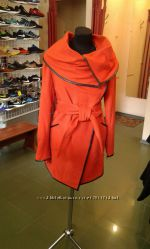 Пальто женское яркое