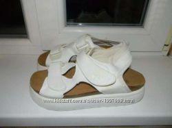 Крутые белые сандалики, р. 40-39. удобные, легкие и модненькие
