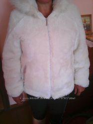 Зимовий білий полушубок зі штучного хутра 40 розм.