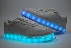 Женские кроссовки со светящейся подошвой