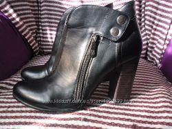 Ботинки чёрные на змейке
