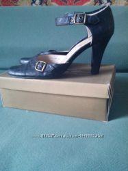 продам туфли-босоножки 41 размера