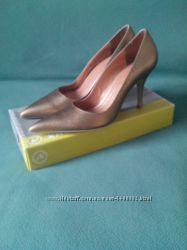 Продам туфли золотого цвета 40 размера