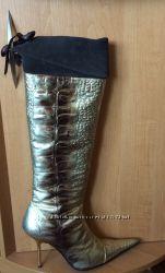 Кожаные итальянские сапоги-ботфорты, новые, на золотой шпильке