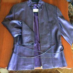 Кожаная куртка, фиолетового цвета, спорт шик