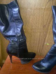 Черные, демисезонные сапожки на каблуке