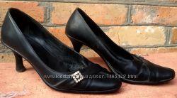 Черные кожаные туфли на небольшом каблучке