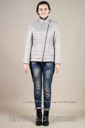 Короткая весенняя женская куртка