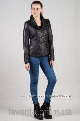 Женская короткая куртка на пуговицах