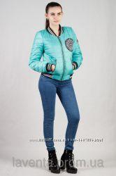 Демисезонная женская куртка - бомбер