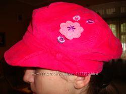 Кепка розовая с цветком.
