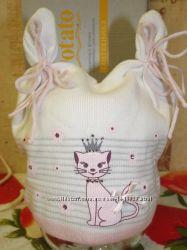 Классная вязанная шапочка для девочки.