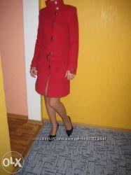 Модное эксклюзивное модельное пальто фирмы VAUR, р. 42