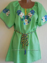 Женская вышиванка из салатового льна с ромашками и васильками
