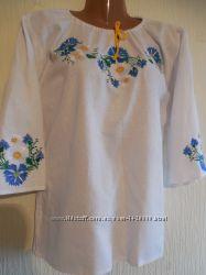 женская льняная белая вышиванка с васильками и ромашками