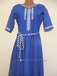 Синее платье-вышиванка с орнаментом