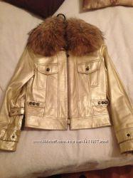 Кожаная курточка с мехом енота