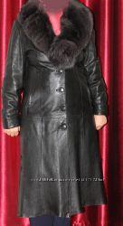 пальто кожанное цвет  черный бу