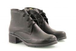 Кожаные деми ботинки на удобном каблуке