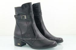 Женские ботинки с лаковыми вставками