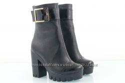 Кожаные ботинки на платформе и каблуке Зима