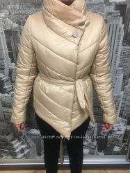 бежевая зимняя курточка