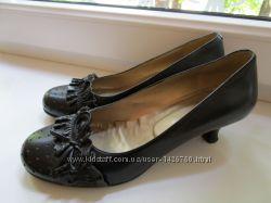 Чёрные туфли на маленьком каблучке. Размер 37