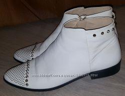 Фирменные, кожаные ботинки Zara