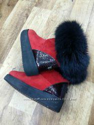 Замшевые красные черные угги с песцовой опушкой