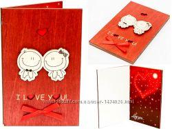 Деревянная открытка валентинка LOVE МальчикДевочка - вертикальная - махагон