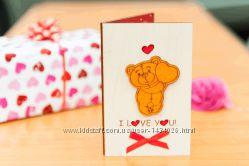 Деревянная открытка валентинка LOVE Мишкастоит - вертикальная - белая