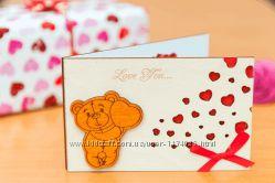 Деревянная открытка валентинка LOVE Мишка стоитСердца - белая