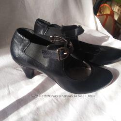 Шкіряні нові жіночі туфлі