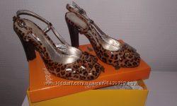 Леопардовые босоножки в хорошем состоянии