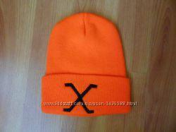 Стильна шапочка яскраво помаранчевого кольору