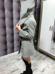 пальто с крутым капюшоном