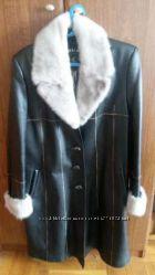 Кожаное пальто с голубой норкой