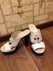 Кожаные белые босоножки, шлепки, красивенные. Каблук - 11см