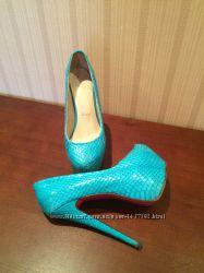 Красивые туфли. Лабутены. Стильные. Бирюзовые