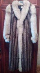 Продам шикарную женскую шубу из натурального меха песца и шиншиллы