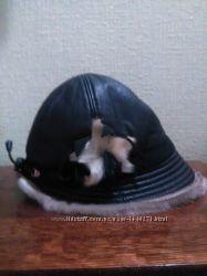 зимняя кожаная шапка