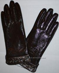 Лаковые перчатки темный шоколад