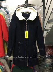 Теплое зимнее пальто с капюшоном