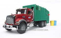Bruder мусоровоз Mack Granite 02812