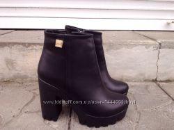 Ботинки женские зимние кожаные черные на высоком устойчивом каблуке с замко